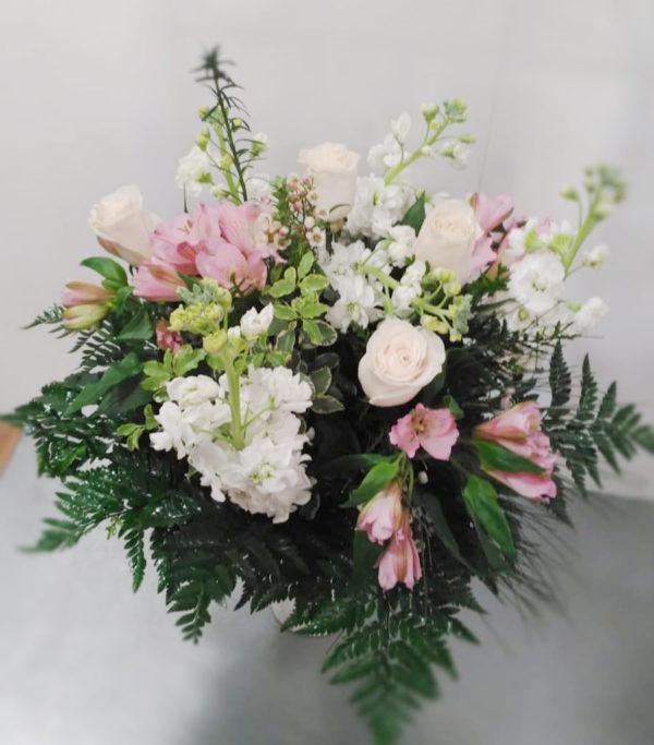 Ramo de flores variadas estilo natural