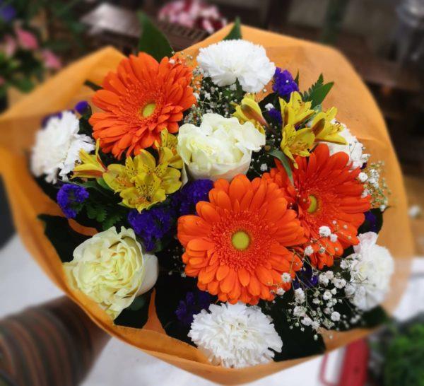 Ramo de flores variadas multicolor chic