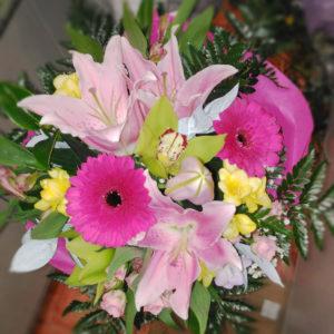 Ramo de flores variadas tonos rosados